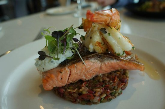 Wine Bar Restaurant @ Yering Station: Salmon and shrimp