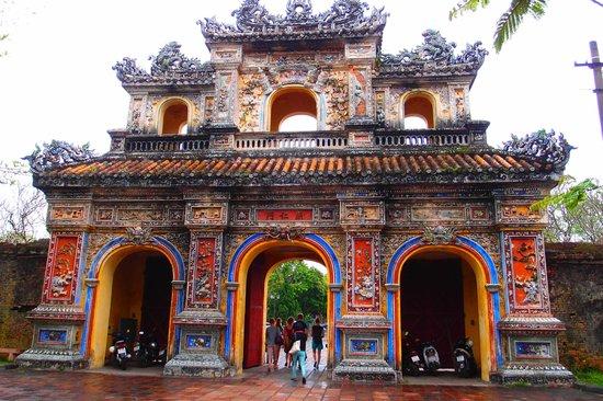 Ciudad Imperial de Hue: Two Tier Triple Arc Gate at Hue Imperial City