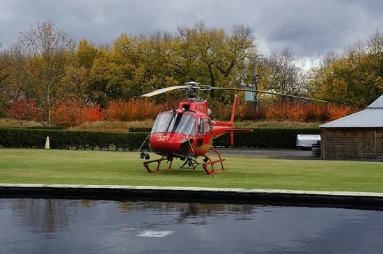Wine Bar Restaurant @ Yering Station: How great to take helicopter for a lunch