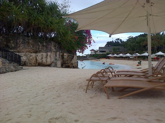 Shangri-La's Mactan Resort & Spa: stunning beach