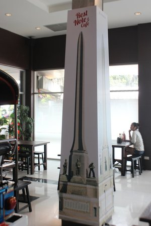 Rest Note Cafe: Their replica of the Victory Monument