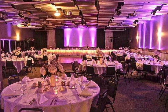 Metropolis Resort : Skybox Banquet Room Wedding Reception