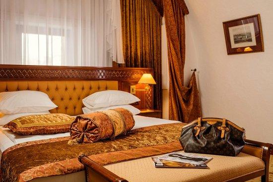 Citadel Inn Hotel & Resort : Suite bedroom
