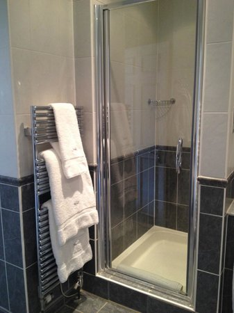 Foxhills: New shower and towel warmer