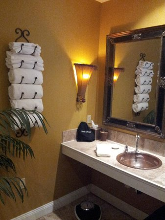 The Inn at Leola Village: Just a small corner of the bathroom. Room 203.