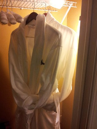 The Inn at Leola Village: Nice touch. Robes and padded hangers. Room 203.