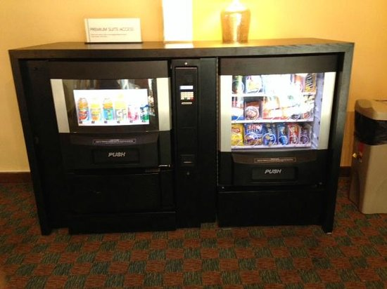 Embassy Suites by Hilton Hotel Los Angeles International Airport South: Premier Credenza Snack Access