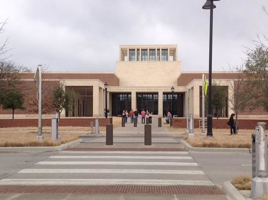 The George W. Bush Presidential Library and Museum: Bush Presidential Center entrance