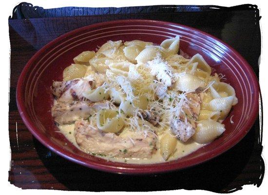 Carrabba's Italian Grill: Conchiglie al Formaggi with added chicken