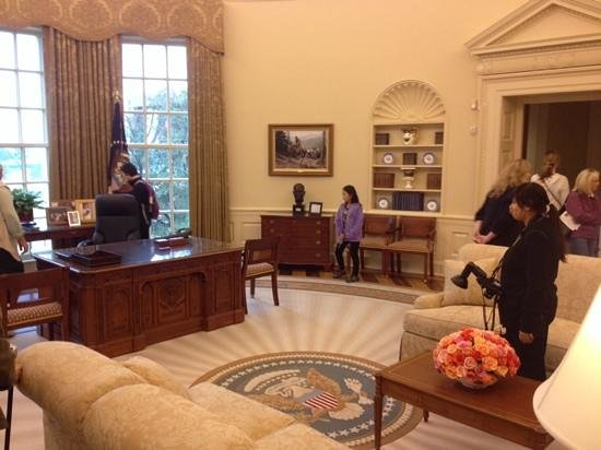 george w bush oval office. the george w bush presidential library and museum oval office replica
