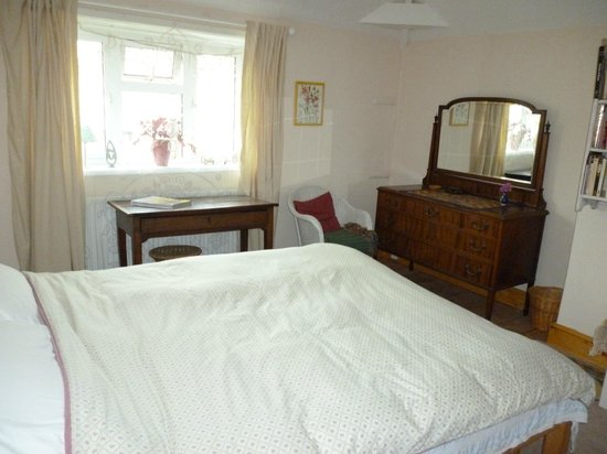 Calne Bed and Breakfast: Double bedroom