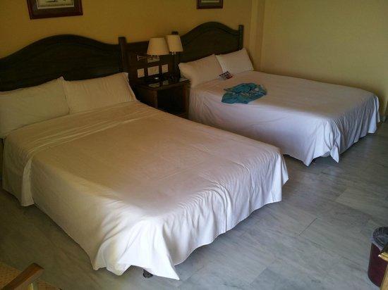 Tryp Guadalmar : Zwei riesige Betten