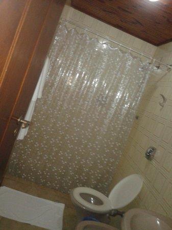 Hotel Bougainville: Banheiro do quarto