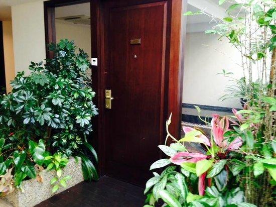 Village Hotel Albert Court by Far East Hospitality: lovely indoor garden setting
