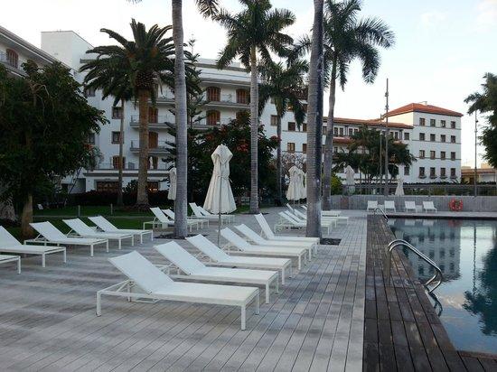IBEROSTAR Grand Hotel Mencey: Außenansicht vom Garten/Pool her