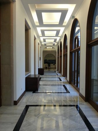 IBEROSTAR Grand Hotel Mencey: Flur Rezeption zu den Zimmern