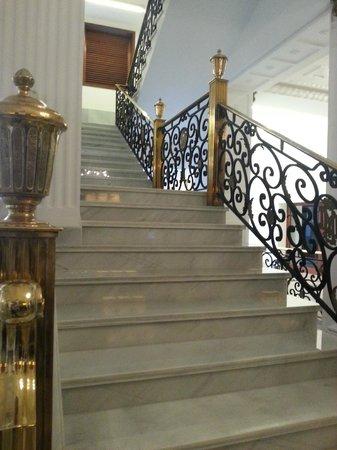 Iberostar Grand Hotel Mencey: Treppenaufgang gegenüber der Rezeption