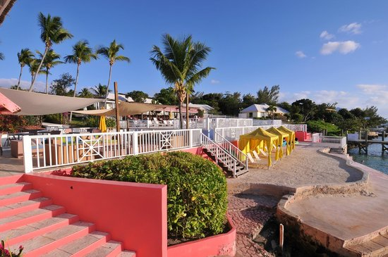 Romora Bay Resort & Marina : Pool and swimming area by the marina