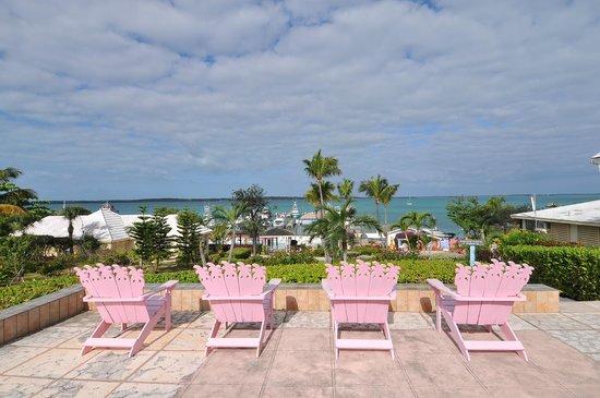Romora Bay Resort & Marina: Garden view towards marina