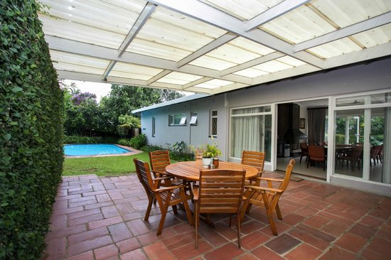 Westville Bed & Breakfast: 9 Haven Patio & Pool