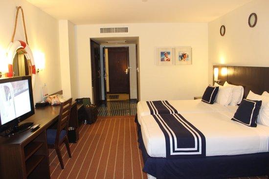 A-One The Royal Cruise Hotel: 海軍風的房間