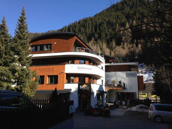 Hotel Garni Rundeck: Hotel from the main high street