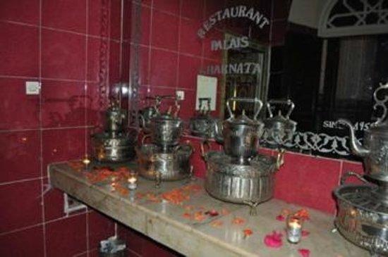 Palais Gharnata : Pots anciens pour ablutions