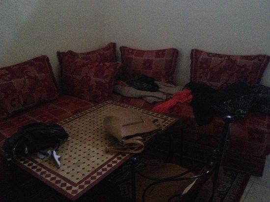 Dar El Ouedghiri : divanetti della camera