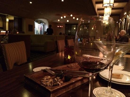 Bouquet Restaurant at Ponte Vineyard Inn: cellar lounge