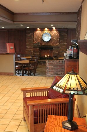 Comfort Inn Cortland: LOBBY