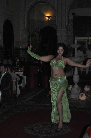 Palais Gharnata : jolie danseuse