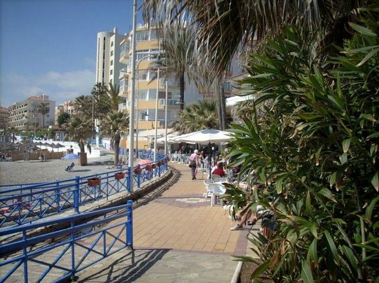 StarNerja Apartamentos: Nadmorski deptak, plaża Torrecilla.