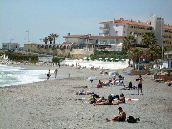 StarNerja Apartamentos: Plaża Torrecilla niedaleko od rezydencji Stella Maris