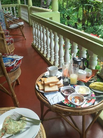 Eeshani Guest Inn : The porch in the morning