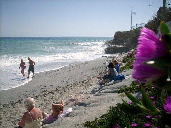 StarNerja Apartamentos: Plaża Torrecilla wiosną.