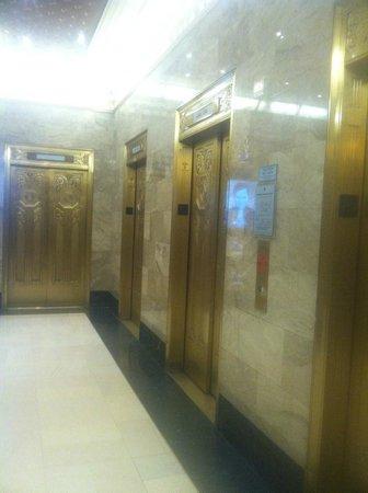 Hard Rock Hotel Chicago: Elevators