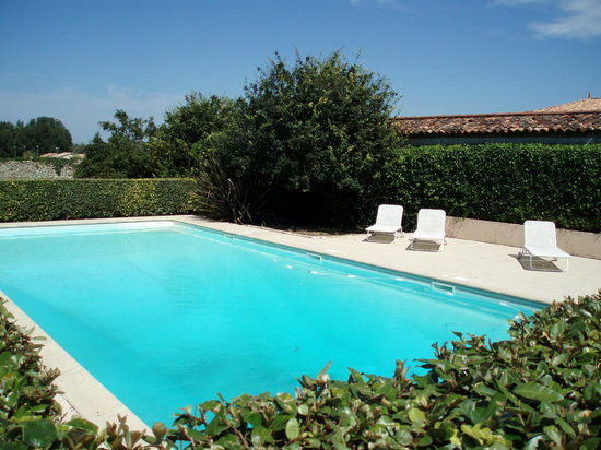 Piscine photo de chateau ormes de pez saint estephe for Piscine 3 chateaux