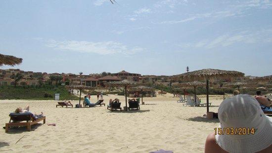 Royal Horizons Boa Vista : Looking back at hotel from the beach