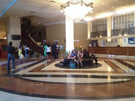 Hilton Nairobi: entrance lobby