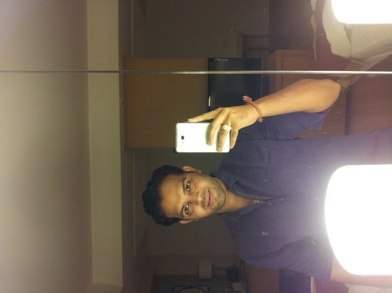 Courtyard Chennai: selfie in room