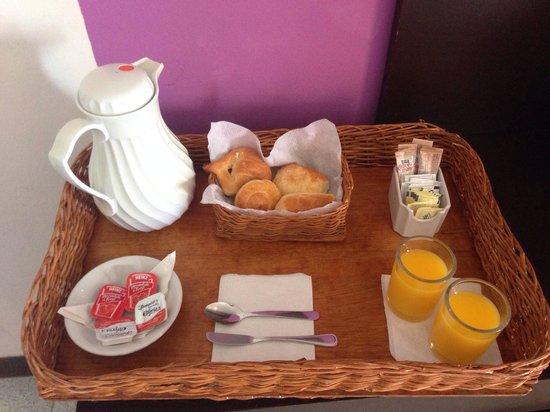 Vista del Mar Boutique Hotel: Breakfast brought to room