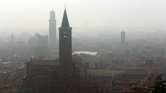 Piazzale Castel San Pietro: panorama sulla citta'
