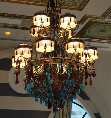 Jumeirah Zabeel Saray: Lounge light fitting