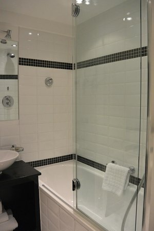 Beaufort House: bath room