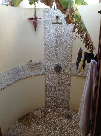 Azanzi Beach Hotel : We paid alot extra for a salty rusty shower!!
