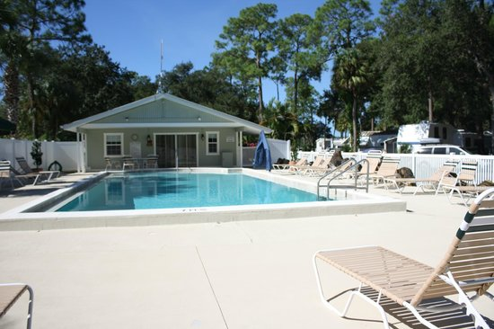 Naples RV Resort: The pool is heated so we have aquacize every morning.