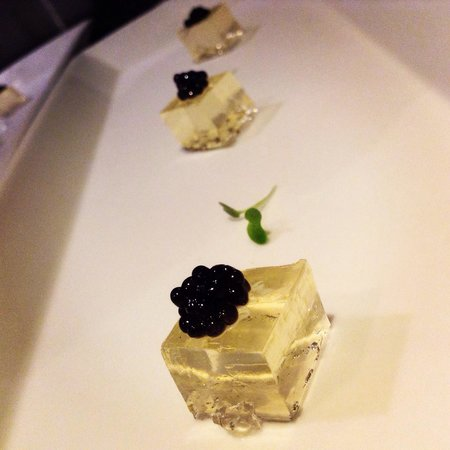Platinum Grill : Champagne Gel topped with caviar