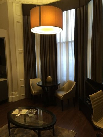 Fraser Suites Queens Gate : Spacious room