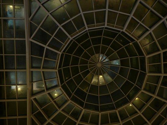 Hotel naher el founoun: Het glasplafond in de lounge van het hotel