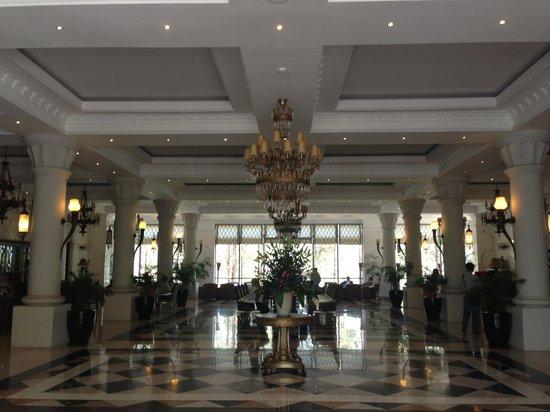 Dalat Edensee Resort & Spa: Main Door decor